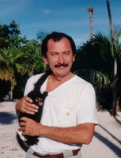 Alberto 72 y.o. from USA