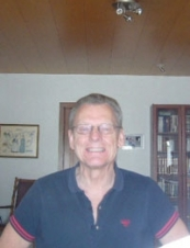 Sveinn 74 y.o. from Iceland