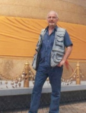 bernard 72 y.o. from Spain